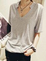 【BOBI】V領設計素色百搭短袖T恤↘免運$199