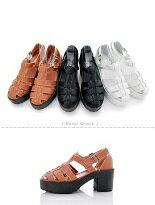 【Doridna】鏤空釦帶粗跟厚底羅馬涼鞋